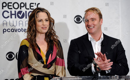 Paula Marshall, Jay Mohr Paula Marshall, left, and Jay Mohr announce nominations for the 35th Annual People's Choice Awards, in Beverly HIlls, Calif., . The show will be held on Jan. 7, 2009 at the Shrine Auditorium in Los Angeles
