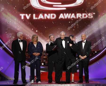 Garry Marshall, Penny Marshall, Henry Winkler, Cindy Williams, Jack Klugman Producer Garry Marshall, center, accepts the legend award on stage at the TV Land Awards on in Santa Monica, Calif