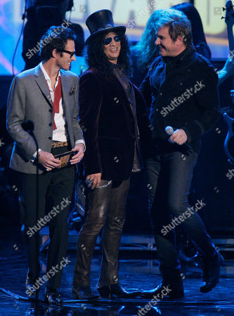 Scott Weiland,Slash,Simon Lebon Members of the musical group Velvet Revolver, Scott Weiland, left, and Slash, center, are seen with Simon Lebon, of Duran Duran, on stage at the American Music Awards in Los Angeles on
