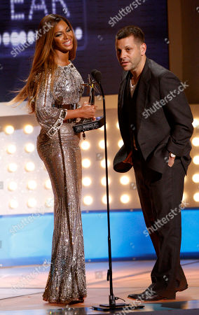 Beyonce Beyonce, left, and video director Anthony Mandler, accepts the award for best video of the year for ÒIrreplaceableÓ during the 7th annual BET Awards, in Los Angeles