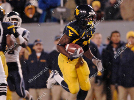Noel Devine West Virginia's Noel Devine carries the ball for a touchdown against Connecticut during the second half of a football game in Morgantown, W.Va. West Virginia clinched the Big East championship by winning 66-21