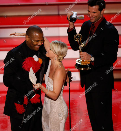 "Austin Peck;Terri Colombino;Kevin Clash Austin Peck, right, and Terri Colombino present Kevin Clash and Elmo the outstanding childrenÕs series performer award for ""Sesame Street"" during the 34th Annual Daytime Emmy Awards in Los Angeles"