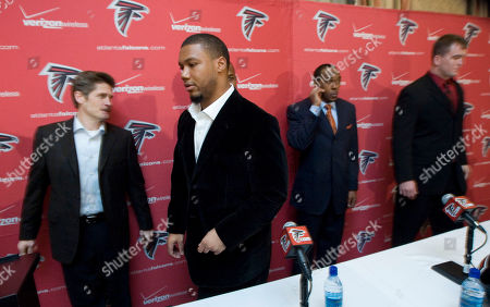 Michael Turner, Thomas Dimitroff, Thomas Dimitroff, Ben Hartsock Former San Diego Chargers running back Michael Turner, second from left, general manager Thomas Dimitroff, left, Von Hutchins, and Ben Hartsock, right, finish a press conference announcing the signing of four new Atlanta Falcons players, held at owner Arthur Blank's Foundation, in Atlanta