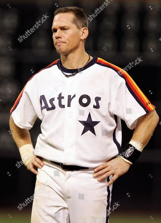 Craig Biggio Houston Astros' Craig Biggio grimacing during a baseball game against the Atlanta Braves in Houston. Steroid-tainted stars Barry Bonds, Roger Clemens and Sammy Sosa have been denied entry to baseball's Hall of Fame with voters failing to elect any candidates for only the second time in four decades. Biggio, 20th on the career list with 3,060 hits, topped the 37 candidates with 68.2 percent of the 569 ballots, 39 shy of the 75 percent needed