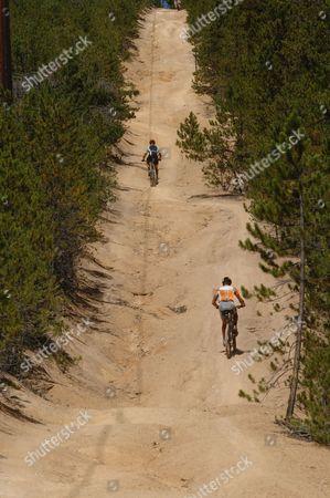 David Wiens, at top, and 2006 Tour de France winner Floyd Landis battle throughout the Leadville Trail 100 mountain bike race in Leadville, Colo., on . AP Photo/Peter M. Fredin