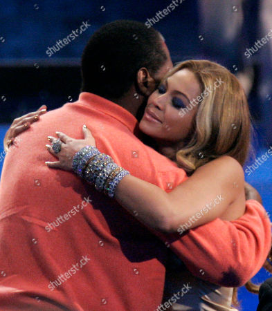 """Beyonce Knowles, Mathew Knowles Singer Beyonce Knowles hugs her father Mathew Knowles after being named the recipient of the International Star of the Year Award at the American Music Awards in Los Angeles. In a statement released by her publicist, Beyonce announced that she and her father have parted ways """"on a business level."""" Mathew Knowles has managed his daughter since she debuted as a teen in the multiplatinum-selling group Destiny's Child in the late 1990s and throughout her superstar career as a solo artist"""