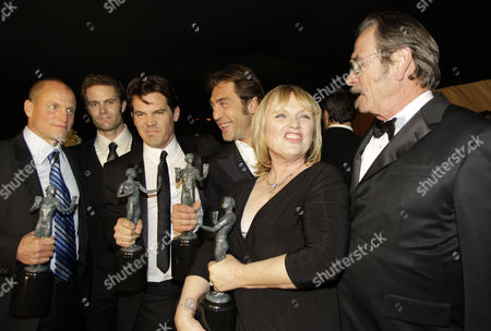 """Woody Harrelson, Garret Dilalhunt, Josh Brolin, Javier Bardem, Tess Harper, Tommy Lee Jones The cast of """"No Country for Old Men"""" from left, Woody Harrelson, Garret Dilalhunt, Josh Brolin, Javier Bardem, Tess Harper and Tommy Lee Jones backstage at the 14th Annual Screen Actors Guild Awards, in Los Angeles"""