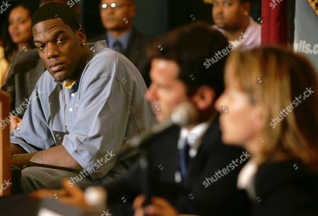 CURRY WEBER COLE Chicago Bulls center Eddy Curry, left, listens as doctors Brian Cole, center, and Kathy Weber discuss his condition, at the Bulls' training facility in Deerfield, Ill. Curry will miss the rest of the season because of an irregular heartbeat, the team and his doctors said Thursday