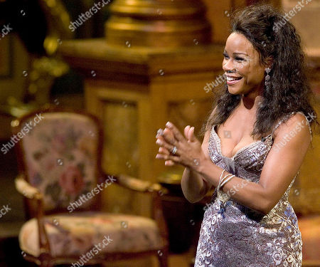 Denyce Graves Mezzo-soprano Denyce Graves performs during the Metropolitan Opera Gala honoring the Met's General Manager Joseph Volpe, in New York. Many of the greatest singers from the world of opera gathered on The Met stage to celebrate Mr. Volpe and his years at The Metropolitan Opera, a career spanning more than four decades since he joined the Company in 1964
