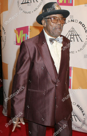 "Bo Diddley poses for photographers as he arrives for the ""2005 Rock and Roll Hall of Fame Induction Ceremony"" at New York's Waldorf-Astoria"