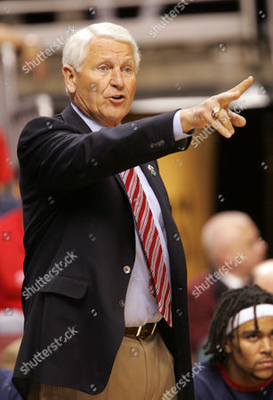 LUTE OLSON Arizona head coach Lute Olson yells during their NCAA first round college basketball game against Wisconsin, in Philadelphia