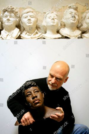 Rosella Atkinson, Frank Bender Forensic sculptor Frank Bender with a bust he constructed based on the remains found of homicide victim Rosella Atkinson at his Philadelphia studio. Bender, a Philadelphia artist whose forensic sculptures helped capture criminals and identify victims of violent crime, has died at age 70. Bender used skulls from decomposed bodies as the basis for re-creating faces of unknown victims. Among his successes was the case of 18-year-old Rosella Atkinson, whose then-unidentified remains were found behind a city ball field in 1988. Police asked for Bender's help, and his bust led Atkinson's aunt to put a name to the face. Atkinson's killer confessed in 2005