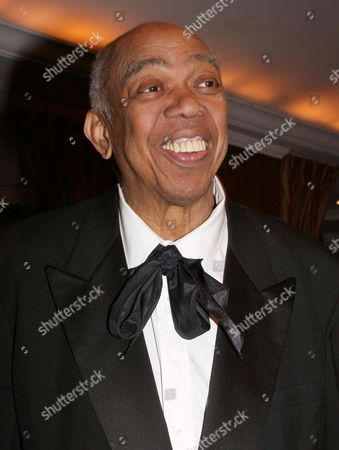 """HOLDER Geoffrey Holder poses at the French Institute Alliance Francaise' """"La Nuit des Etoiles"""" dinner in New York, honoring French actress Catherine Deneuve. Holder, a Tony Award-winning director, actor, painter and choreographer who during an eclectic show business career led the groundbreaking show """"The Wiz"""" to Broadway, pitched 7-Up soda on TV and played a scary villain in the James Bond film """"Live and Let Die,"""" died Sunday of complications of pneumonia at Mount Sinai St. Luke' s Hospital in New York. He was 84"""
