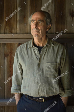 Philip Roth FILE**Novelist, Philip Roth 72 poses during a photo session at his home, in Warren Conn