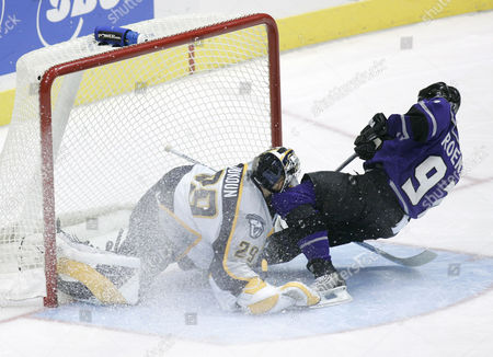 ROENICK VOKOUN Los Angeles Kings' Jeremy Roenick, right, collides with Nashville Predators goaltender Tomas Vokoun, of the Czech Republic, left, as he scores the deciding goal during a shootout to give his team a 3-2 win, in Los Angeles