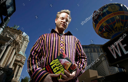 """MEZRICH Ben Mezrich, author of """"Bringing Down the House"""" and """"Busting Vegas,"""" poses for a photo on the Strip in Las Vegas on"""
