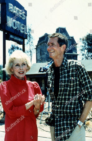 "JANET LEIGH; ANTHONY PERKINS Janet Leigh, Anthony Perkins' victim in the famous shower scene of Alfred Hitchcock's ""Psycho"", visits Perkins on the set of ""Psycho III"" in Hollywood, July 1985. Leigh came to wish Perkins luck in his movie directing debut. Perkins will also once again play Norman bates, his role in the original ""Psycho"" (1960) and ""Psycho II"" (1983"