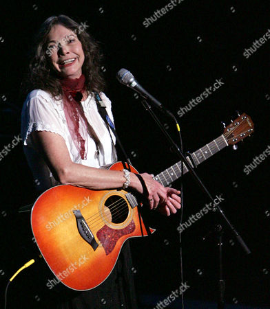 Nanci Griffith performs during the ACLU Freedom Concert, at the Lincoln Center in New York. The concert featuring various artists from the performing arts, was held to draw attention to the banning of books in different parts of the United States