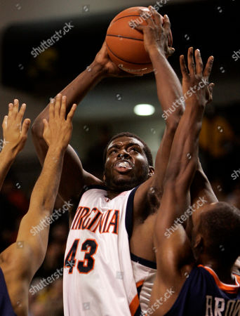 BROWN BROWN Virginia's Elton Brown (43) looks for the basket as Auburn forward Quinnel Brown (210 defends during first half action at the Siegal Center in Richmond, Va