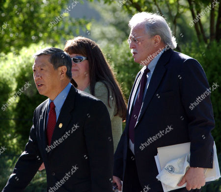 LEE BADEN SANBERG DNA specialist Dr. Henry Lee, left, and forensic patholigist Dr. Michael Baden, right, arrive at the Justice Center in Eagle, Colo.,, where they were scheduled to testify for the prosecution at a pretrial hearing in Kobe Bryant's sexual assault case. Ileen Sanberg, center, a member of the prosecution team escorts them