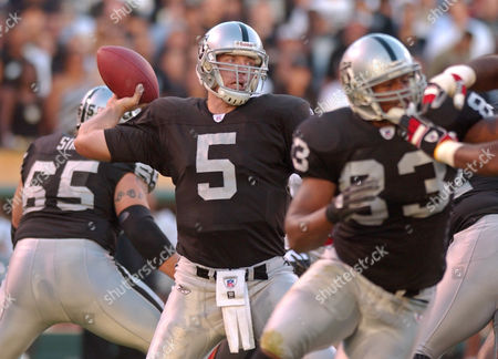 Stock Image of GANNON Oakland Raiders quarterback Kerry Collins passes in front of tight end Courtney Anderson, right, and tackle Barry Sims, left, in the third quarter against the Tampa Bay Buccaneers, in Oakland, Calif. Collins replaced injured quarterback Rich Gannon. The Raiders won 30-20