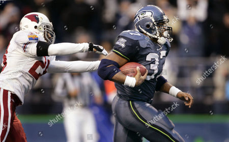 ALEXANDER STARKS Seattle Seahawks' Shaun Alexander, right, outruns Arizona Cardinals' Duane Starks on a 23-yard scoring run in the fourth quarter, in Seattle. Alexander rushed 30 times for 154 yards with three touchdowns, leading Seattle to a 24-21 win