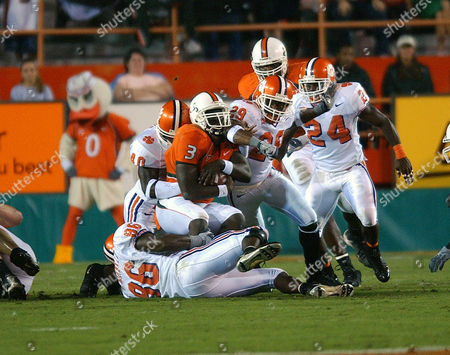 BENNETT Miami RB Frank Gore (3) is smoothered by Clemson players ?DE Charles Bennett (86), Anthony Waters (40), FS Travis Pugh (29) and ROV Jamaal Fudge (24) during the first half of the game in Miami