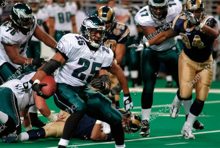 LEVENS Philadelphia Eagles' Dorsey Levens runs the ball in the first half against the St. Louis Rams, in St. Louis