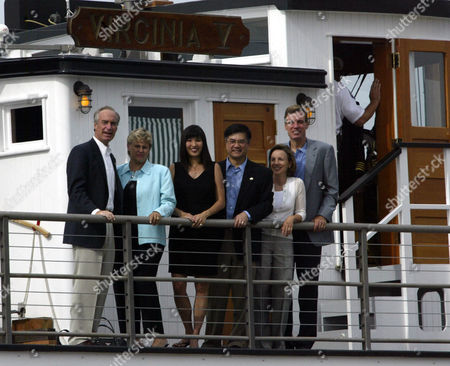 KEMPTHORNE National Governors Association's precent, past and incoming chairmen and wives from left, Idaho Gov. Dirk and Patricia Kempthorne; Mona Lee Locke wife of Washington Gov. Gary Locke; Lisa Collins and Virginia Gov. Mark Warner pose from the upper deck of the Virginia V. before they cruise across Lake Washington to reception hosted by Bill and Melinda Gates, in Seattle. Gov. Gary Locke is hosting the 2004 National Governors Association's Annual meeting held in Seattle July 17-19