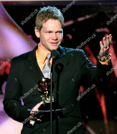 """CHAPMAN Steven Curtis Chapman accepts the award for best pop/contemporary gospel album """"All Things New"""" at the 47th Annual Grammy Awards, in Los Angeles"""
