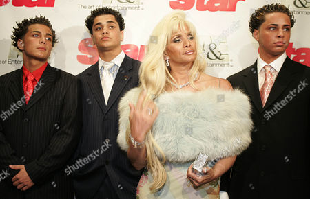 "GOTTI Attending the viewing of the reality television show ""Growing up Gotti,"" Victoria Gotti, center, daughter of the late mob boss John Gotti and her sons John, left, Frank, and Carmine Gotti Agnello pose for photographers, in New York"