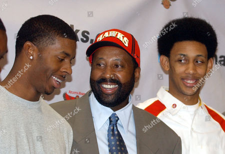 WOODSON SMITH CHILDRESS New Atlanta Hawks coach Mike Woodson, center, talks with Hawks rookies Donta Smith, left, and Josh Childress after a news conference where he was introduced to the media, in Atlanta