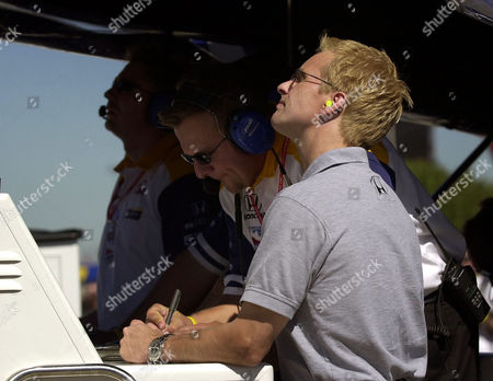BRACK Former Indy Racing League Champion Kenny Brack of Sweden, right, looks on at computer screens on pit road with members of the Vitor Meira racing team during a practice session for the Chevy 500, at Texas Motor Speedway in Fort Worth, Texas