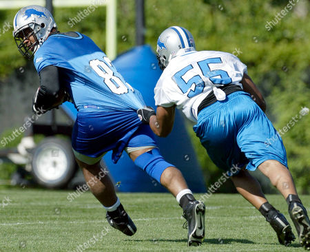 OWENS CURRY Detroit Lions tight end John Owens, left, has his jersey pulled by linebacker Donte Curry (55) during their minicamp workout, in Allen Park, Mich