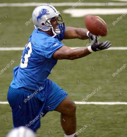 OWENS Detroit Lions tight end John Owens can't quite haul in the ball during passing drill at the Lions' indoor practice facility, in Allen Park, Mich