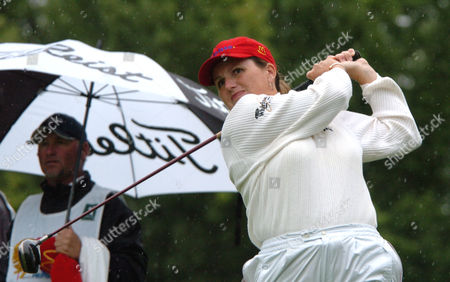 KANE Lorie Kane of Prince Edward Island, Canada, watches her tee shot on the 14th during the second round of the LPGA Tour in Portland, Ore.,Saturday Sept.18, 2004