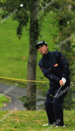 KUNG Candie Kung from Taiwan hits onto the 1st green during the second round of the LPGA Tour in Portland, Ore., Saturday Sept.18, 2004. Kung finished at 7 under tied for the lead with Lorie Kane