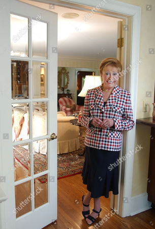 CLARK Author Mary Higgins Clark poses in her home in Saddle River, N.J