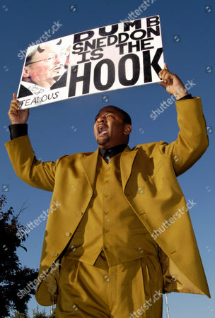 ALI Michael Jackson supporter and Los Angeles community activitist Najee Ali holds a sign critical of Santa Barbara County District Attorney Thomas Sneddon, who is expected to take the stand, before the start of a pretrial hearing in the Jackson molestation case in Santa Maria, Calif