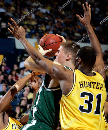 DAVIS HUNTER Michigan State center Paul Davis, left, goes to the basket past Michigan forward Chris Hunter (31) in the second half of their Big Ten game, in Ann Arbor, Mich. No. 13 Michigan State beat Michigan, 64-49