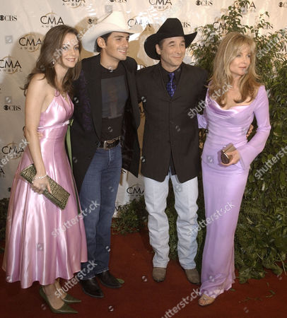 WILLIAMS Brad Paisley, second from left, and Clint Black, second from right, are joined by their actress wives, Kimberly Williams, left, and Lisa Hartman Black, right, as they arrive for the Country Music Association Awards show on in Nashville, Tenn