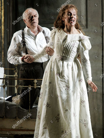"""Jose van Dam as Golaud, left, and Anne Sofie von Otter as Melisande, perform """"Pelleas et Melisande"""" by Claude Debussy during a dress rehearsal at New York's Metropolitan Opera House in Lincoln Center"""