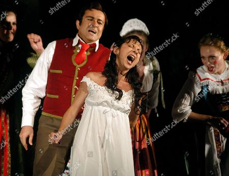 "DESSAYMUKERIA Singers Natalie Dessay, center, who plays Amina, and Shalva Mukeria, left, who plays Elvino, sing during a dress rehearsal of ""La Sonnambula,"" at the Santa Fe Opera in Santa Fe, N.M"