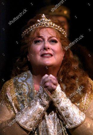 """Deborah Voigt as Elisabeth during rehearsal of the Metropolitan Opera production of """"Tannhaeuser"""" in New York, . The production opened at the Met Thursday night, Nov. 18, 2004"""