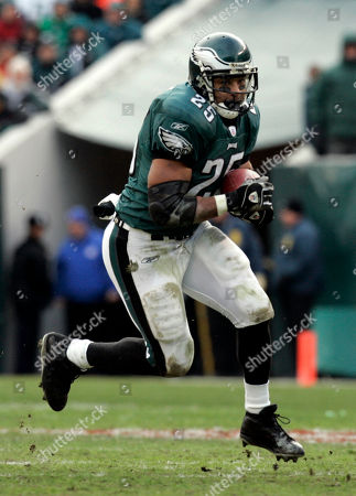 Philadelphia Eagles running back Dorsey Levens carries the ball during the NFC divisional playoff game against the Minnesota Vikings in this Jan. 16, 2005 photo in Philadelphia. The Atlanta Falcons take on the Philadelphia Eagles in the NFC championship game, in Philadelphia