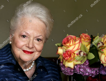 """DE HAVILLAND Actress Olivia de Havilland, who played the doomed Southern belle Melanie in """"Gone With the Wind,"""" poses for a photograph in Los Angeles. In rare public remarks about her sister and fellow Oscar-winning actress, Olivia de Havilland mourned the loss of Joan Fontaine, with whom de Havilland reportedly feuded for much of their lives on Monday, Dec. 16, 2013"""