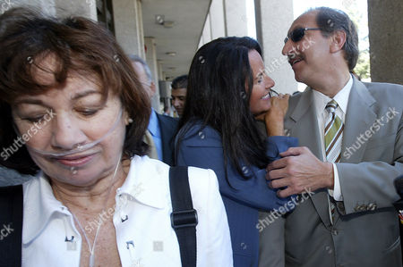GERAGOS PETERSON JONES Mark Geragos, attorney for Scott Peterson, right, is greeted by crime book author Aphrodite Jones as he leaves the San Mateo Superior County Court with Jackie Peterson, the mother of Scott Peterson, left, in Redwood City, Calif., on . Jurors in the Peterson trial are deliberating whether the former fertilizer salesman killed his pregnant wife, weighing the prosecution's largely circumstantial case against the defense's theory of a possible frame-up