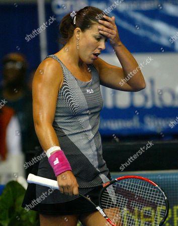 CAPRIATI Jennifer Capriati, of Saddlebrook, Fla., reacts as she loses the first set 6-0 to Russia's Vera Zvonareva in their quarterfinal match, in the Advanta Championship in Villanova, Pa. Capriati lost the match, 0-6, 1-6
