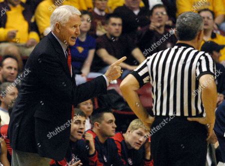 OLSON LIBBEY Arizona head coach Lute Olson, left, has a word with official Dave Libbey, during the second half of their game against Arizona State, in Tempe, Ariz. Olson collected his 700th career win as Arizona won 93-74