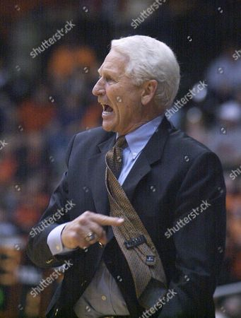 OLSON Arizona head coach Lute Olson yells at his players in the final minutes of No. 14 Arizona's 90-84 loss to Oregon State at Gill Coliseum in Corvallis, Ore